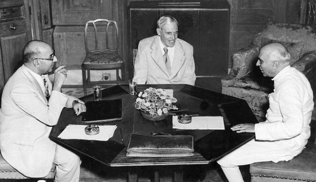 jawaharlal-nehru-with-sir-owen-dixon-and-liaquat-ali-khan